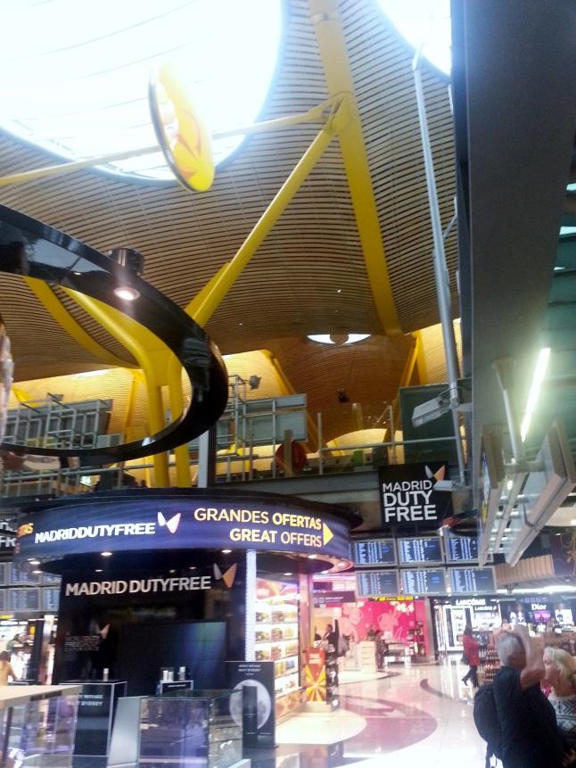 Soffitti in laminato di bambù – aeroporto Madrid